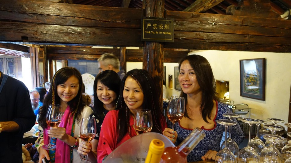 Cantonese beauties at the bar, Pear Orchard Temple, Shaxi Yunnan China