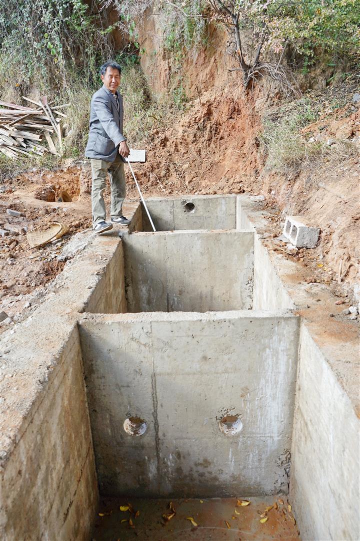 Mr. Yang rebuilds Shaxi Pear Orchard Temple toilets - Shaxi Yunnan China