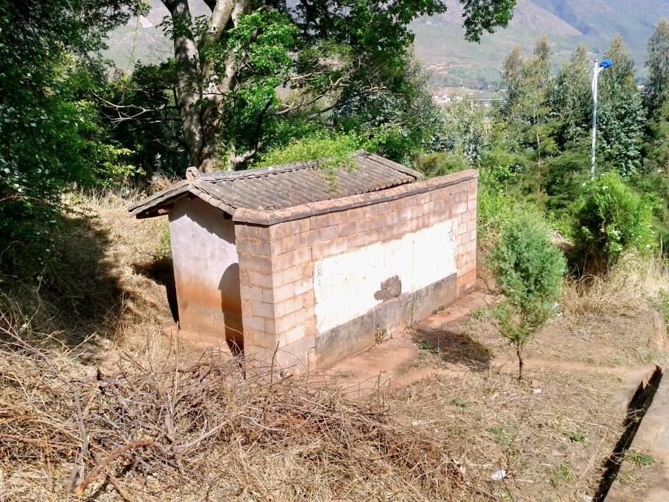Shaxi temple toilets before renovation
